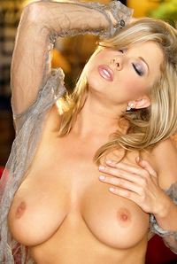 sydney moon blonde voluptuous nude model and hot blonde